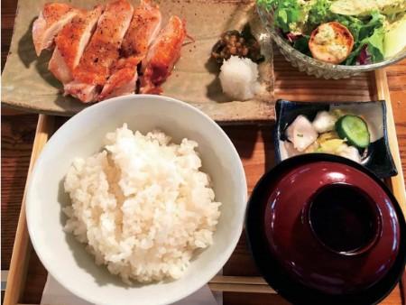 焼き鳥 吉祥寺 ランチ たまや おすすめ グルメ 美桜鶏のもも1枚焼き定食
