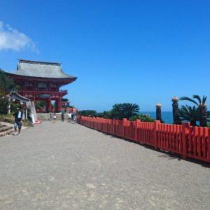 鵜戸神宮参道入り口。空が広い!