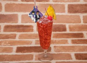 名探偵コナンカフェ 2019 コナンカフェ キッドと京極の旗とパイナップルがグラスに添えられたシンガポールスリング