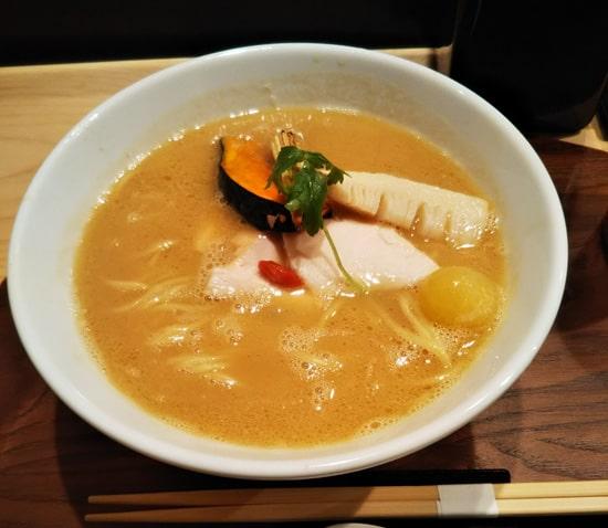 銀座 篝(かがり) 鶏白湯醤油SOBA